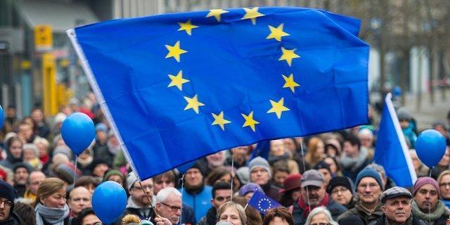 اروپایی ها چند سال کار می نمایند؟